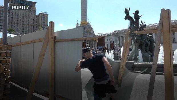 Ukrajinski desničari rušili ograde u centru Kijeva